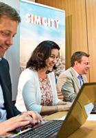 Mitglieder des Deutschen Bundestages machen den SimCity Wahlkampf-Check